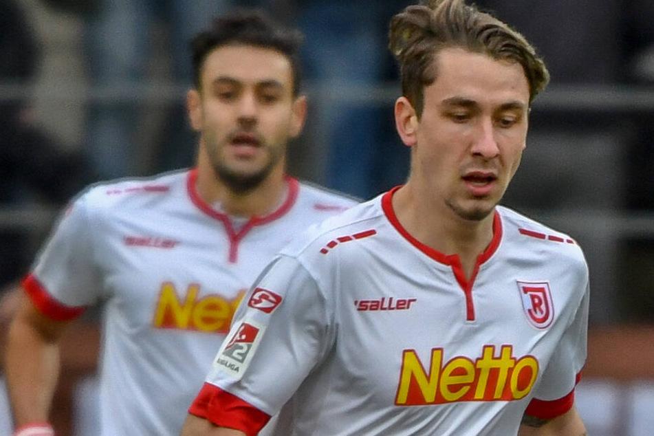 Adrian Fein (rechts) war zuvor an Jahn Regensburg ausgeliehen.