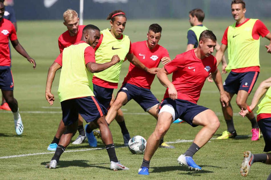 Kurz nach der offiziellen Verkündigung des Transfers trainierte der 21-Jährige direkt mit der Mannschaft am Cottaweg.