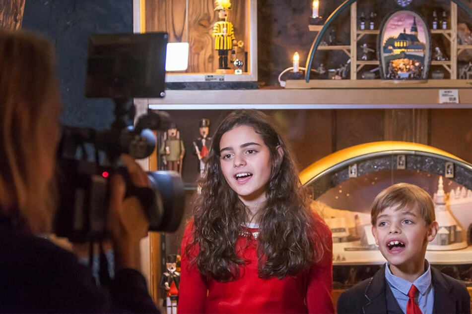 Charlie Win (9) nahm schon vergangenes Jahr Weihnachtslieder mit Sissi (13) auf.