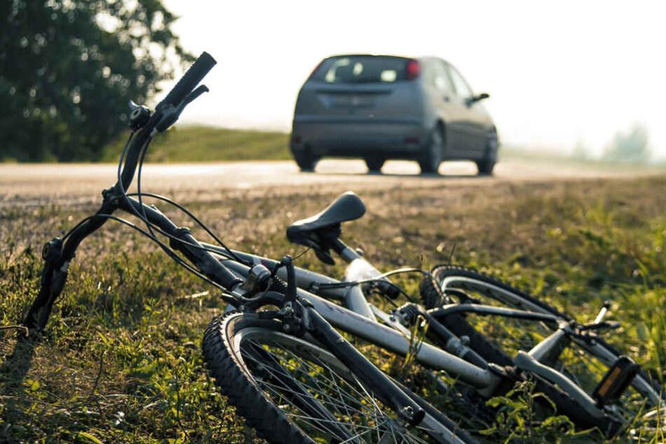 Ein 23 Jahre alter Radfahrer kam nach einem Unfall mit schweren Verletzungen ins Krankenhaus (Symbolbild).