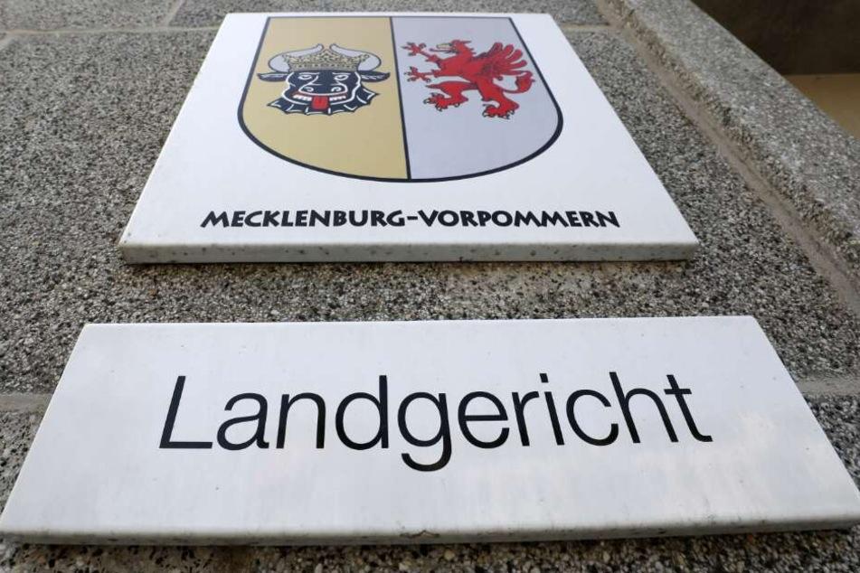 Der Prozess findet vor dem Rostocker Landgericht statt.