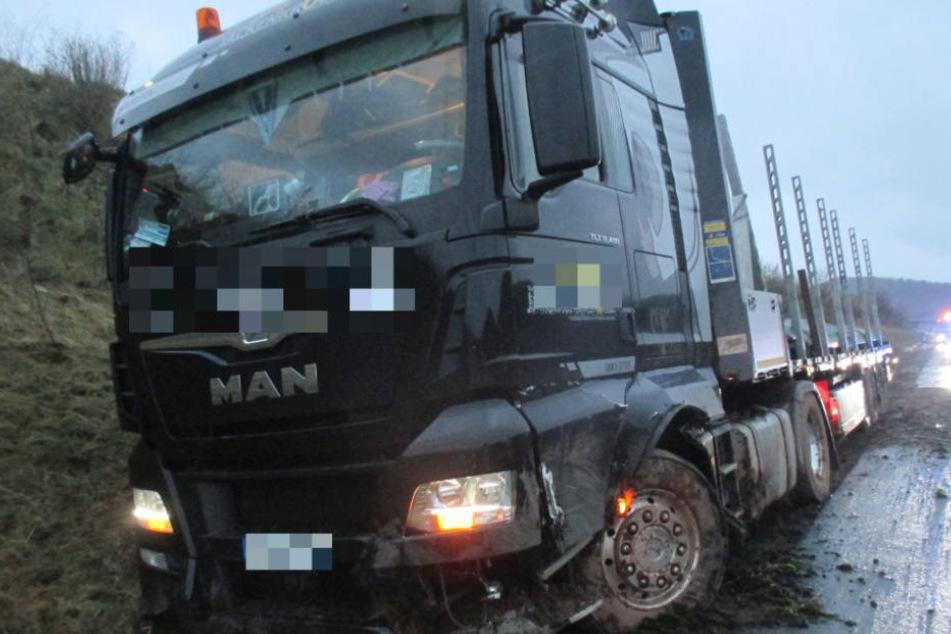 Der Sattelzugfahrerer schnitt den beim Wiedereinscheren den Lastwagen (Symbolfoto).