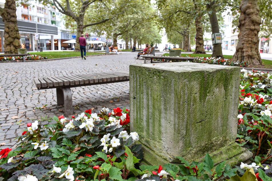 An die Skulpturen erinnern an der Hauptstraße nur noch die leeren Sockel.