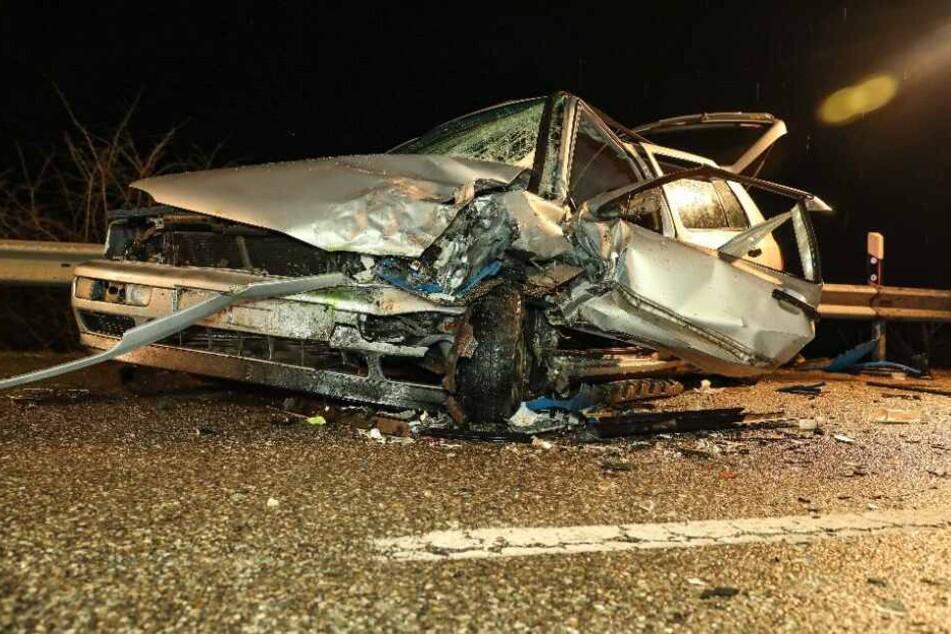 Die Fahrer des Autos wurde schwer verletzt in ein Krankenhaus gebracht.