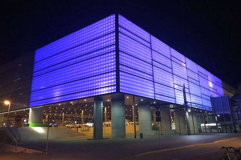 Jetzt ist's nicht mehr nur Grau in Grau: In den vergangenen Tagen gab's zeitweise auch mal Blau zu sehen am Hauptbahnhof.
