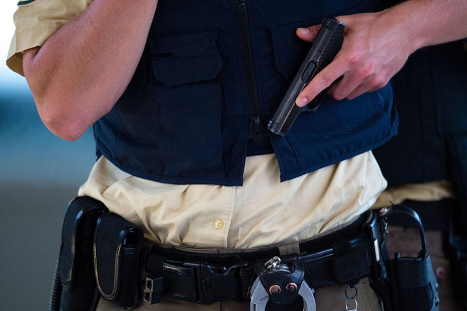 Mit der Gesetzesänderung dürften die Einsatzkräfte auf bedrohliche Personen schießen. (Symbolbild)