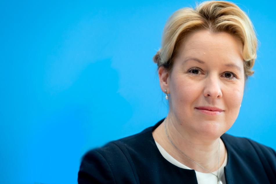 Familienministerin gibt Doktortitel ab: Franziska Giffey weiter scharf kritisiert!
