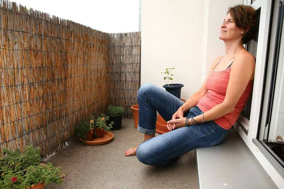 """Nur wenn """"Klärchen"""" nicht mehr ganz so kräftig knallt, traut sich die  Dresdnerin auf ihre Terrasse."""