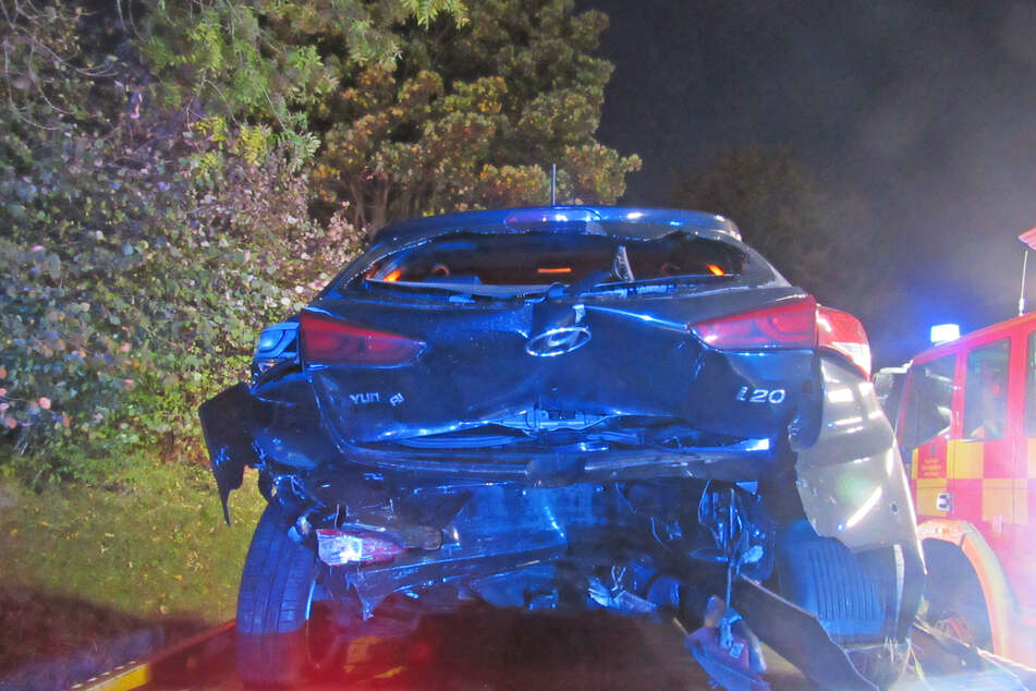 Vater und Sohn (15) krachen mit Auto ins Heck von anderem Fahrzeug: Polizistin kann gerade noch ausweichen