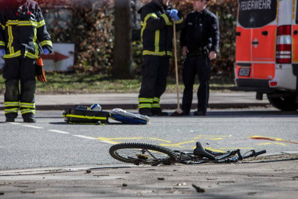 Lastwagenfahrer übersieht Radfahrer beim Abbiegen, jetzt steht er vor Gericht