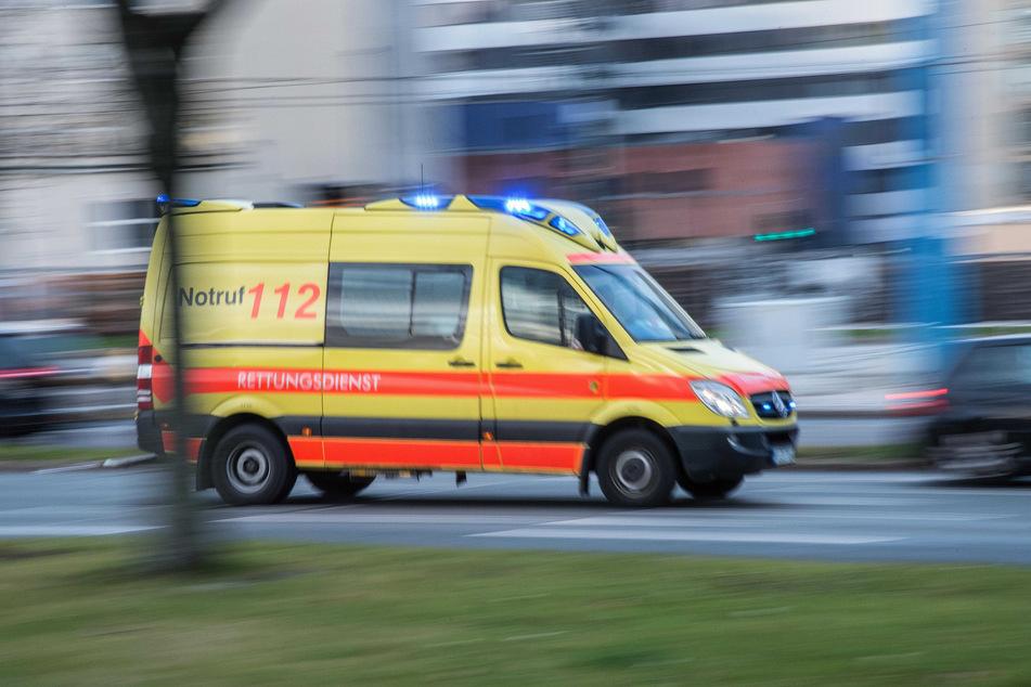 Der Jugendliche (16) wurde bei dem Zusammenstoß schwer verletzt. Er kam ins Krankenhaus. (Symbolbild)