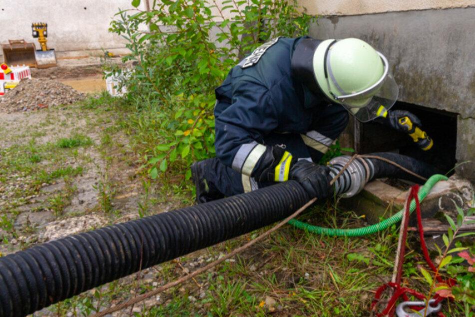 Die Feuerwehr musste am Montag zahlreiche Keller auspumpen.