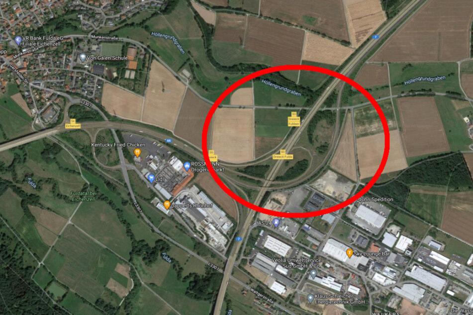 Der Unfall passierte kurz nach den Fuldaer Dreieck in nördlicher Fahrtrichtung im Bereich der Auffahrtsspur von der A66.