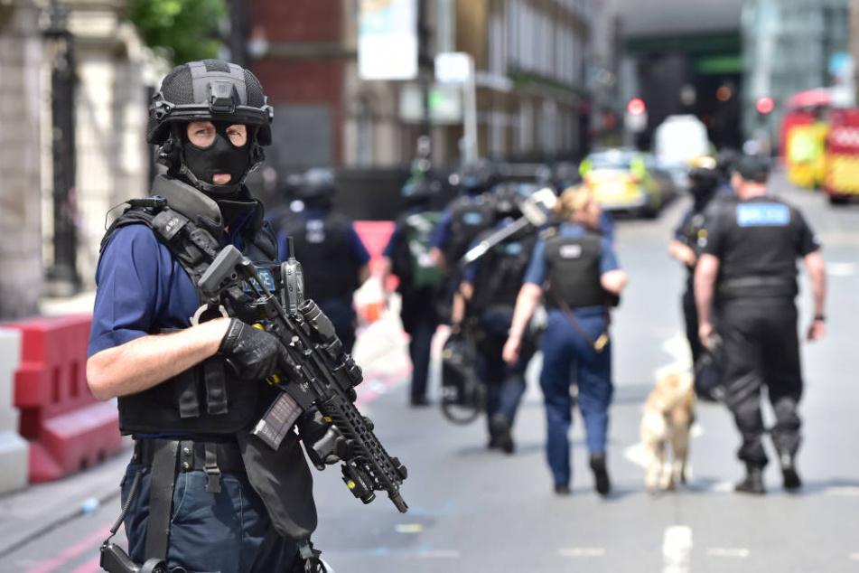 Die Polizei hat am Sonntag 12 Menschen festgenommen.