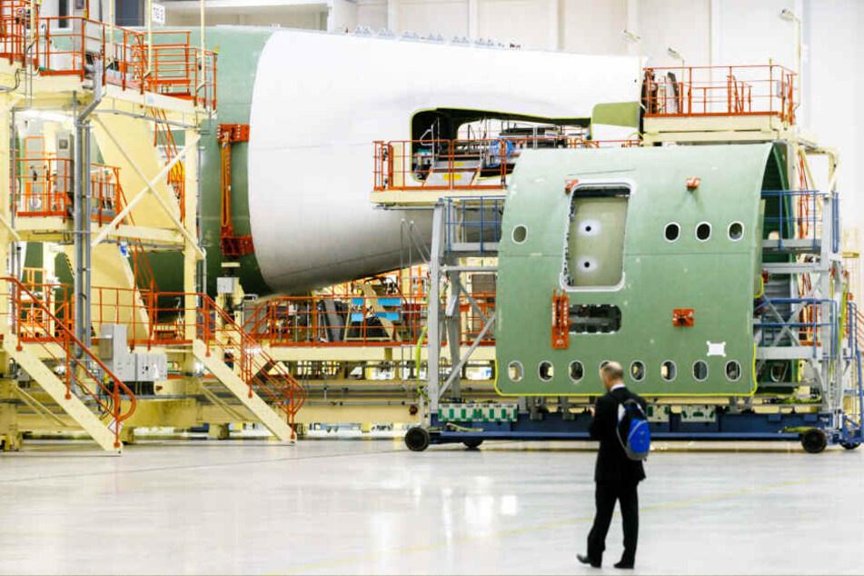 Im Airbus-Werk in Hamburg-Finkenwerder wird ein A380 montiert. Damit ist bald Schluss.