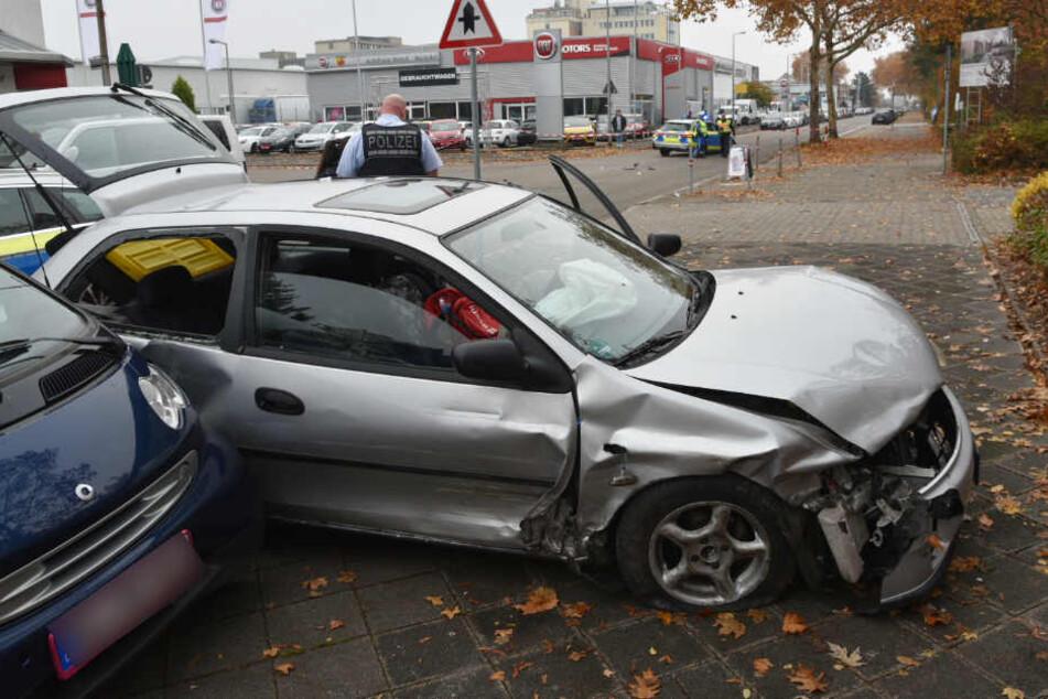Der völlig demolierte Mazda.