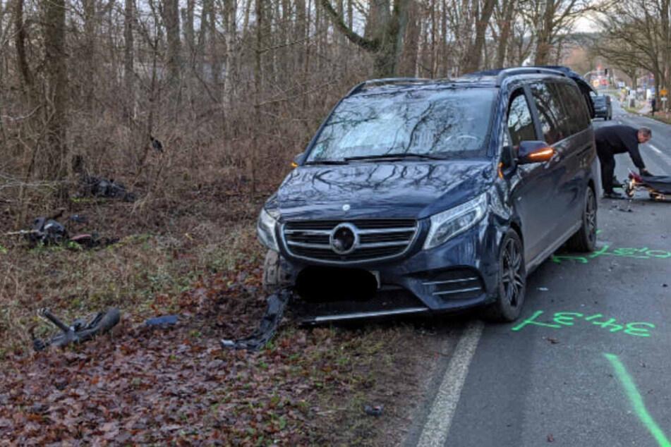 Motorrad in mehrere Teile gerissen: Tödlicher Unfall auf der Landstraße!