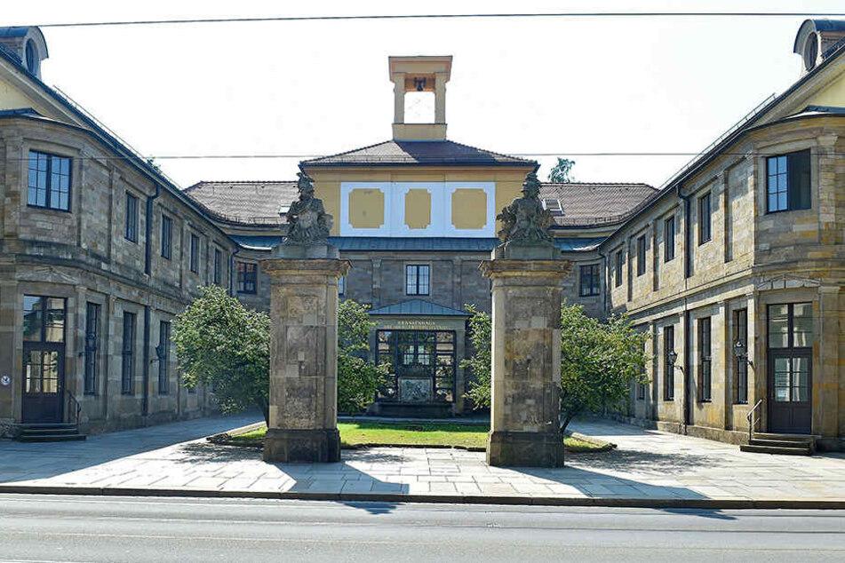 Einst Marcolini-Palais, heute Krankenhaus Friedrichstadt. Auch das historische Erbe belastet das Budget der städtischen Kliniken.