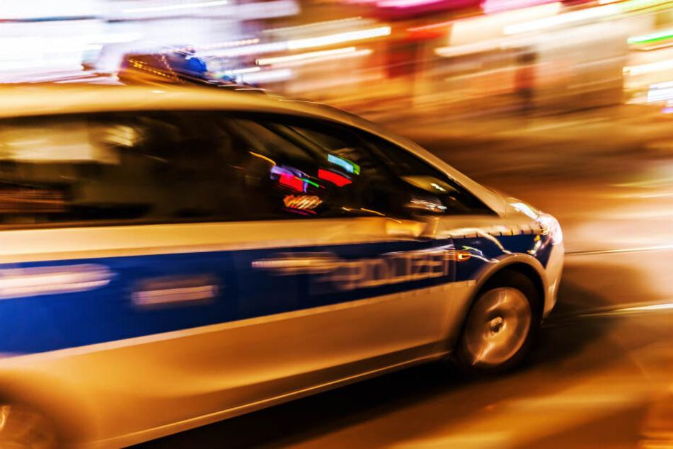 Auto überschlägt sich auf der Flucht vor der Kölner Polizei