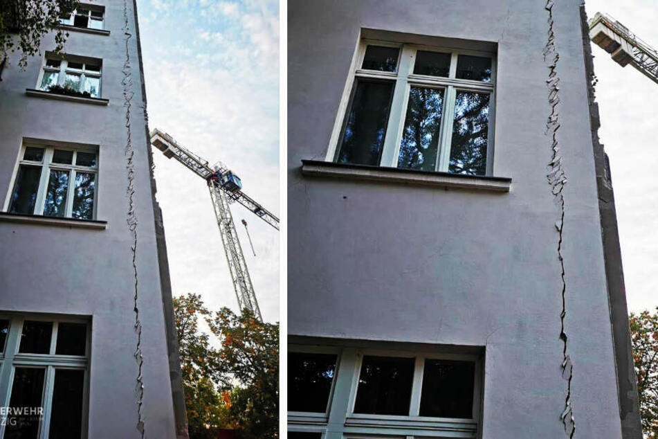 An der Fassade des Hauses entstanden riesige Risse.
