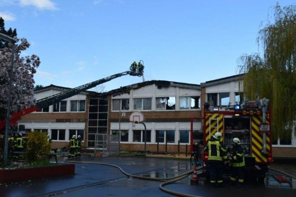 Bei dem Brand einer Gesamtschule in Hennef entstand ein Schaden in Millionenhöhe.