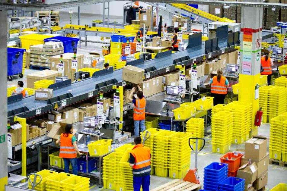 Das Amazon-Logistikzentrum in Leipzig. Auch hier werden in der Weihnachtszeit zusätzliche Arbeitskräfte gebraucht.