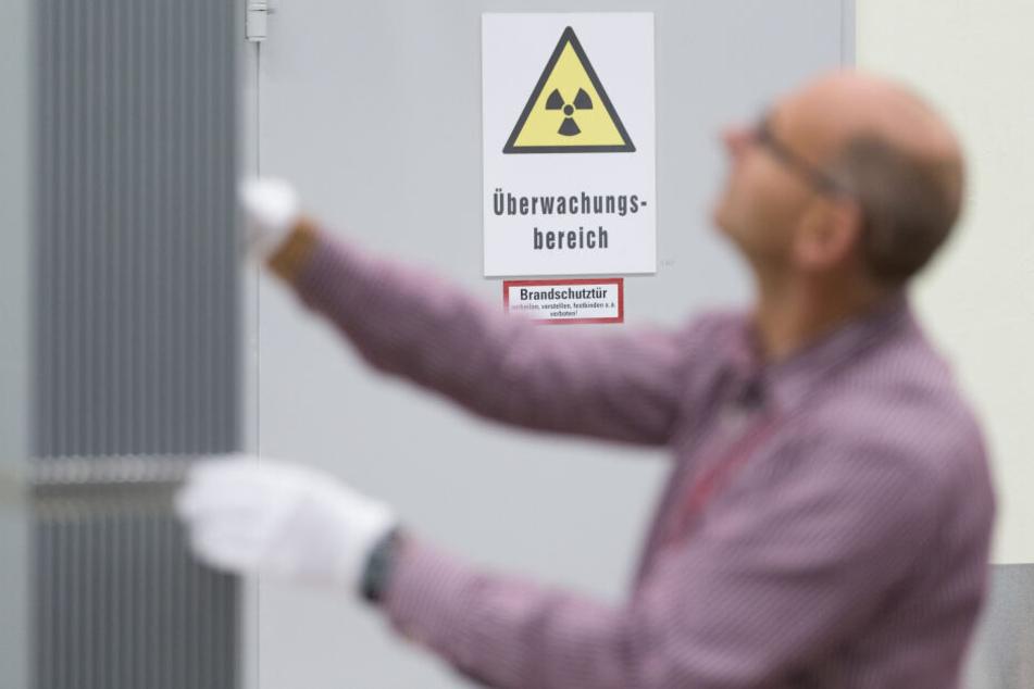 Ein Mitarbeiter in der Urananreicherungsanlage Gronau.