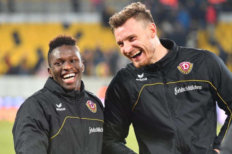 Florian Ballas (re.) und Moussa Koné hatten nach dem Sieg gegen Heidenheim gut Lachen.