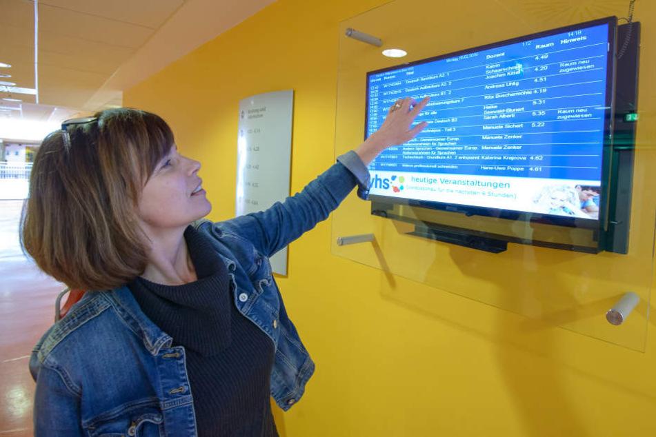 Volkshochschul-Leiterin Grit Bochmann (47) verweist auf das Angebot ihrer Einrichtung. Dazu gehören auch Alphabetisierungskurse in kleinen Gruppen.