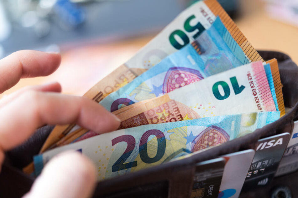 Dresden: Frau fällt auf falschen Lover rein und setzt 2000 Euro in den Sand