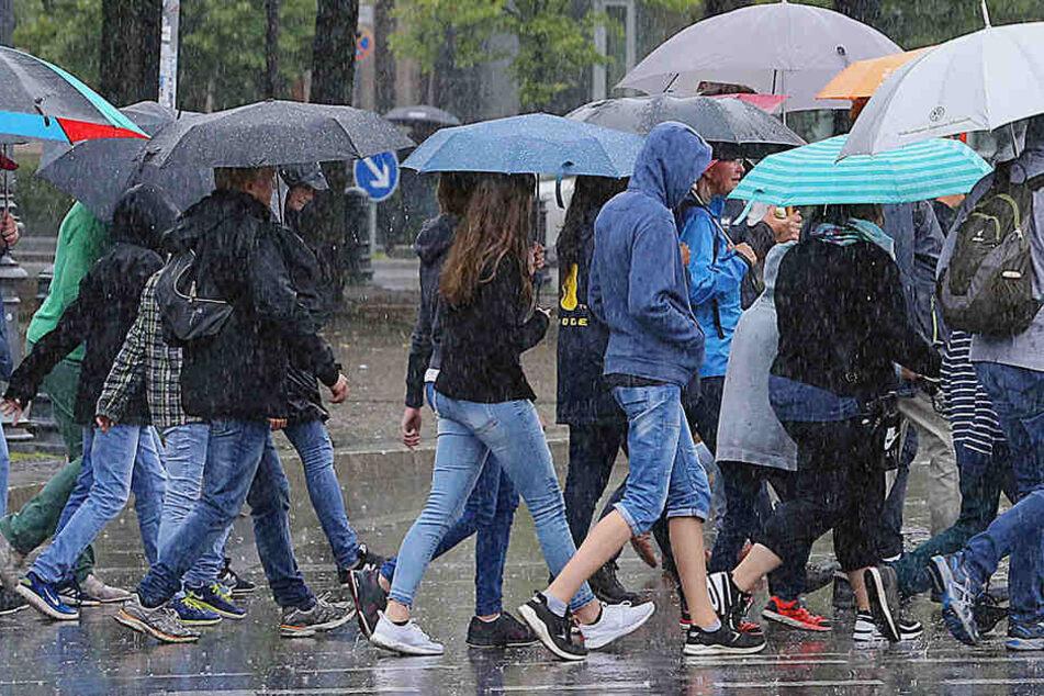 Am Donnerstagvormittag soll es erneut zu Starkregen in Berlin und Brandenburg kommen. (Symbolbild)