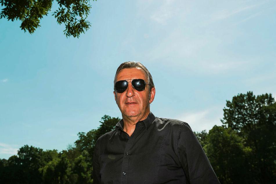 Cool, abgezockt, stylisch: Dynamo-Sportgeschäftsführer Ralf Minge beim Trainingsauftakt im Großen Garten. Die Coolness ist gerade beim Transferpoker gefragt.