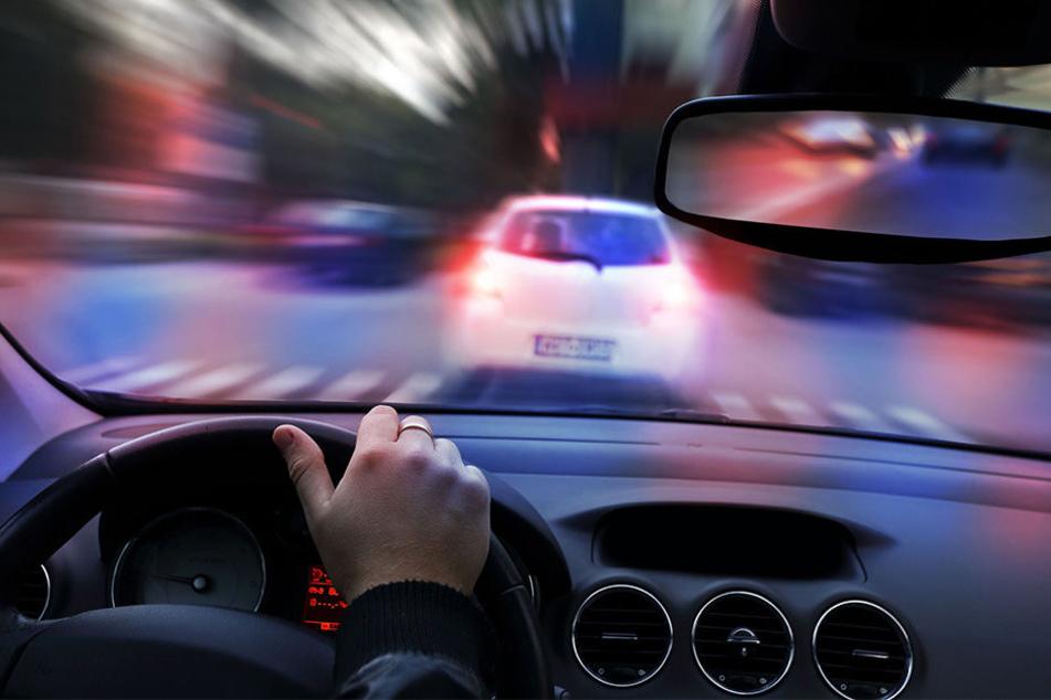 Der vorbestrafte Sachse raste mit 140 km/h durch die Ortschaft. (Symbolbild)