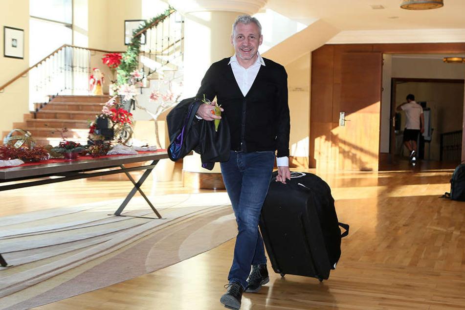 FCE-Coach Pavel Dotchev rollte gut gelaunt seinen Koffer auf sein Zimmer.