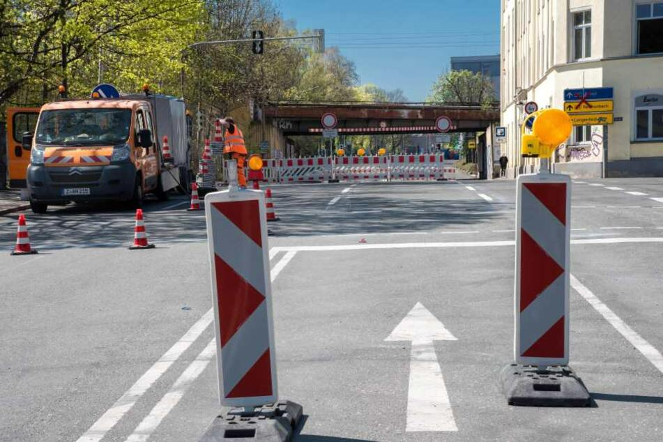 Nach fast vier Monaten Bauzeit, aber immerhin eineinhalb Wochen eher als geplant, soll die Reichenbacher Straße heute Vormittag wieder freigegeben werden.
