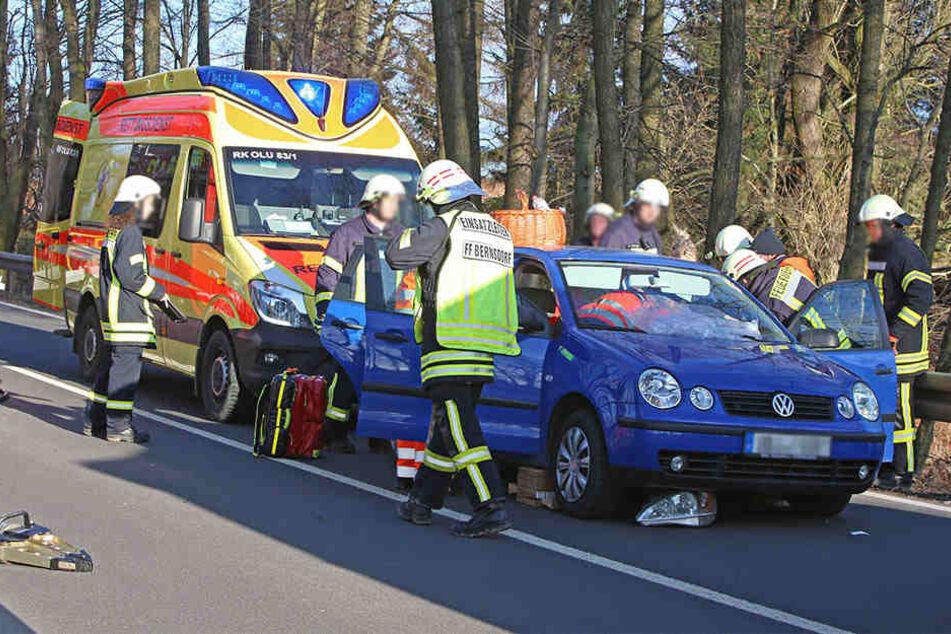 Die Polo-Fahrerin wurde schwer verletzt in ein Krankenhaus gebracht.
