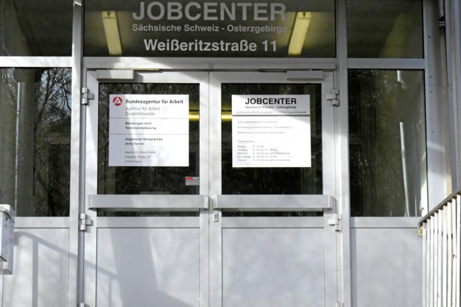 Das Jobcenter zahlte der Baronin 3421 Euro zu viel.