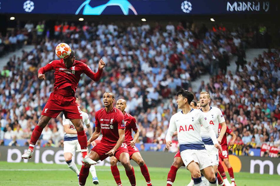 Liverpools Georginio Wijnaldum (l.) hatte in der ersten Halbzeit wie seine Teamkollegen keine Probleme, die Spurs-Angriffe schon im Keim zu ersticken. Tottenham hatte in der ersten Hälfte nicht eine echte Torchance!