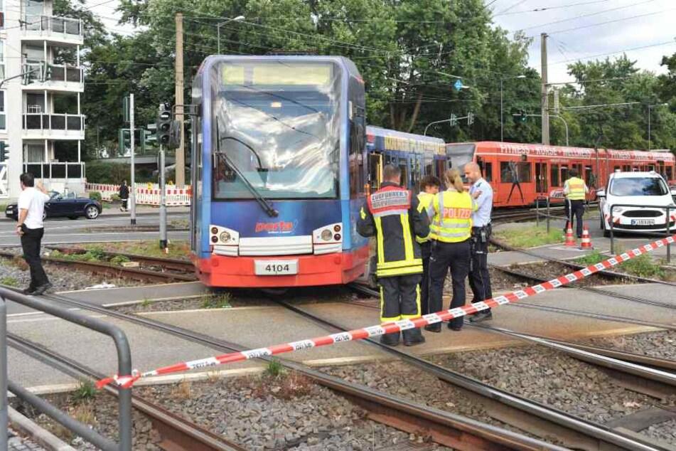 Rettungskräfte am Unfallort in Longerich.
