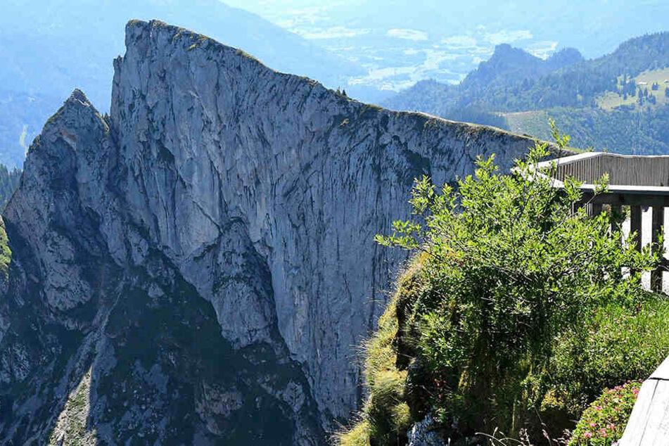 Ein Neunjähriger ist am Samstagvormittag am Schafberg etwa 40 Meter weit über eine Böschung gestürzt. (Symbolbild)