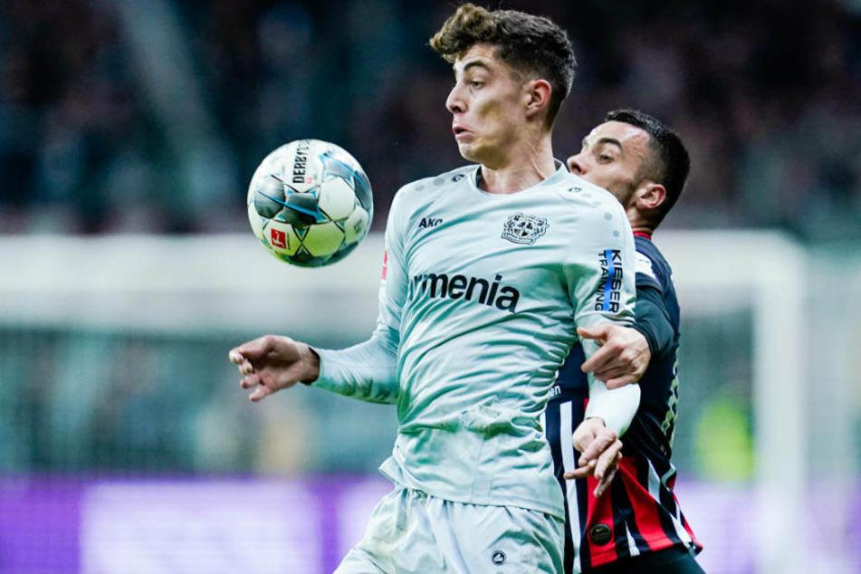Kai Havertz (li.) gegen Filip Kostic (re.): Die Eintracht hatte Havertz weitgehend im Griff; Leverkusen Kostic ganz und gar nicht.