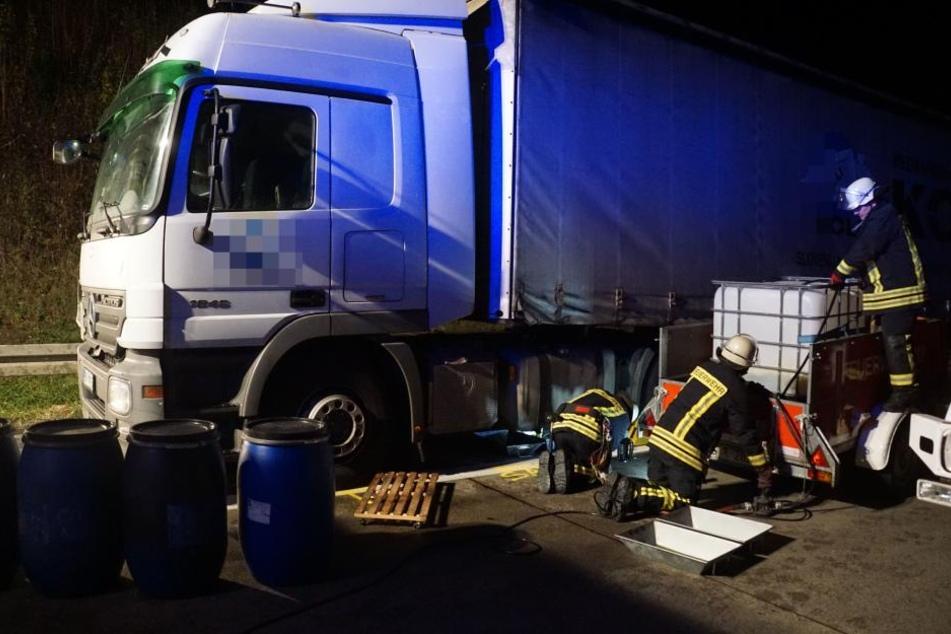 Nach dem Unfall musste die Feuerwehr mehrere hundert Liter Diesel aus dem LKW pumpen.