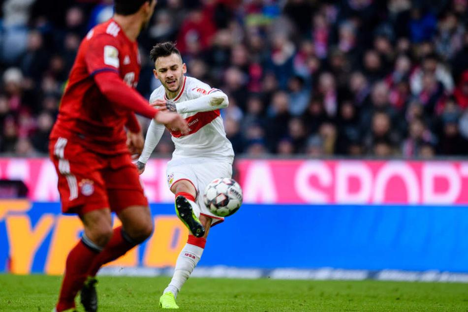 Bayerns Hummels schaut nur noch hinter her: Donis zieht ab zum 1:1-Ausgleich.