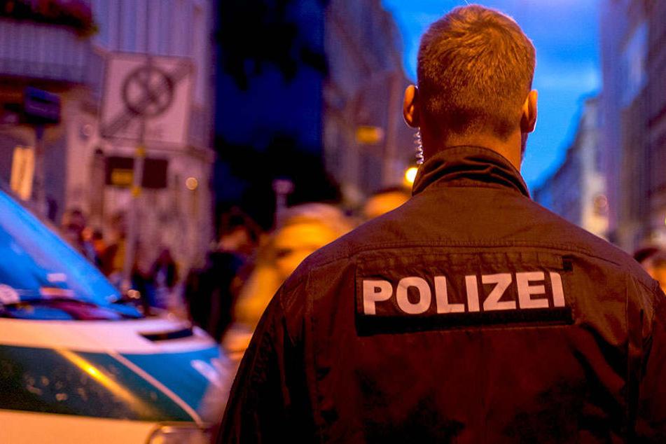 In der Dresdner Neustadt wurde ein Raubüberfall auf einen 17 Jahre alten Jungen verübt.