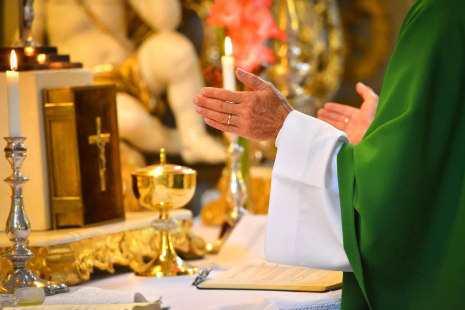 Der Geistliche hatte sich für Scheinrechnungen eine ausländische Firma genutzt. (Symbolbild)