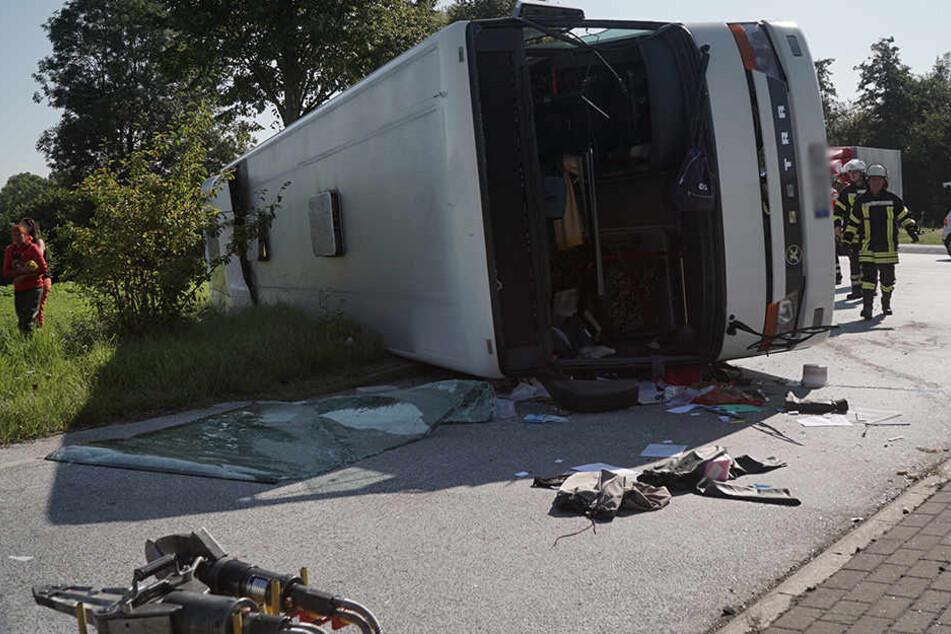 Bus mit Erntehelfern umgestürzt - 44 Verletzte