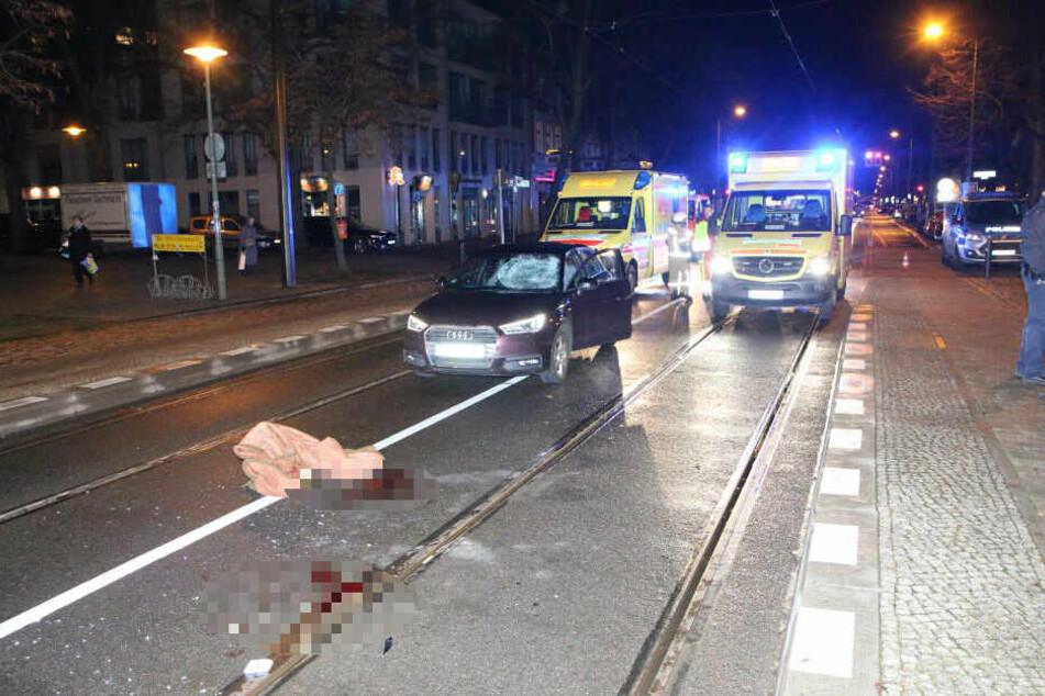 Fußgänger von Audi erfasst: Zwei Schwerverletzte