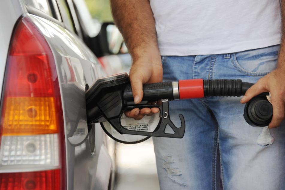 O'zapft is! Trotz der Ferienzeit sind die Benzinpreise in Deutschland recht günstig.