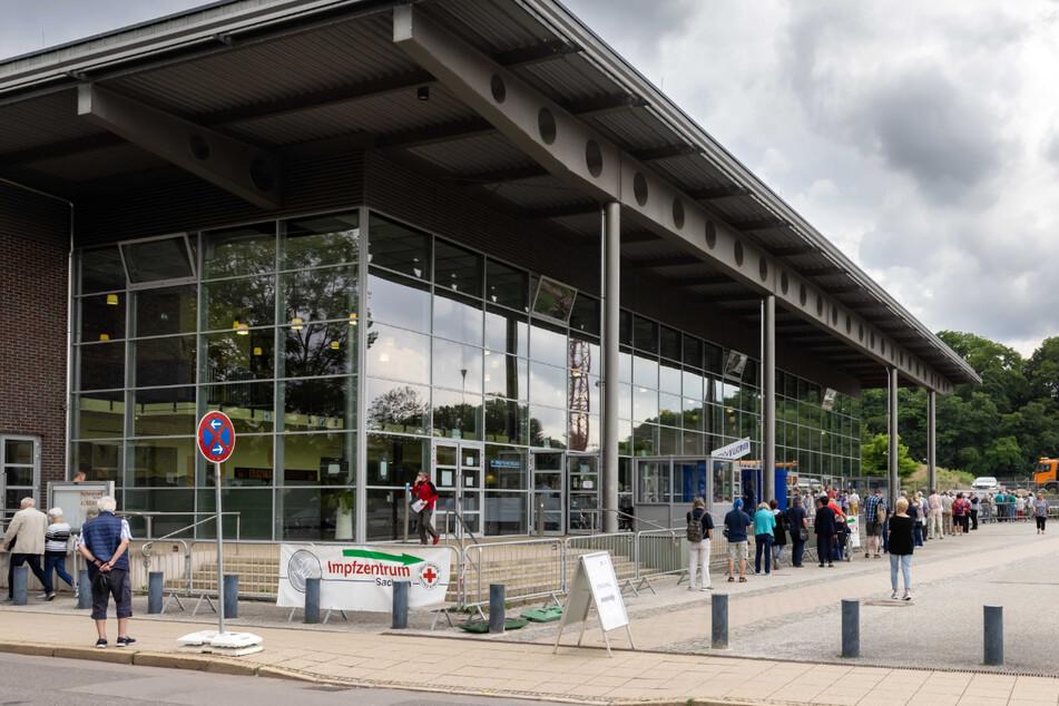 Sportlich: Das DRK-Impfzentrum befindet sich in der Richard-Hartmann-Halle. Bis vor zwei Jahren war es Domizil der Bundesliga-Basketballer Niners Chemnitz.