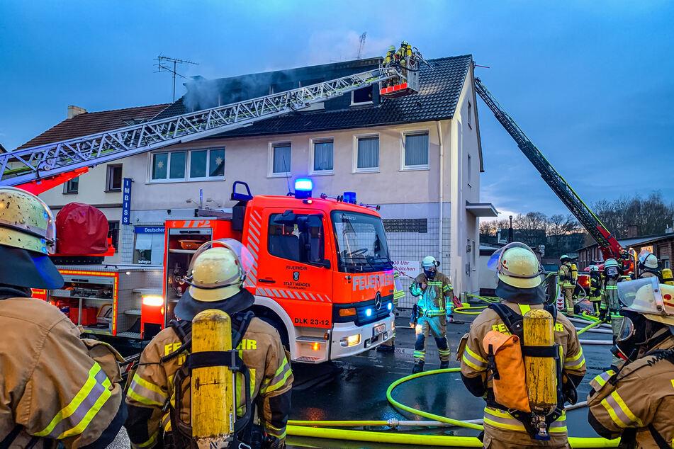 Rund 70 Feuerwehrleute waren im Einsatz.